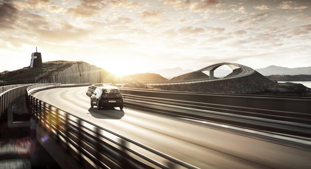 فكرة طرق جديدة تشحن السيارات الكهربائية لاسلكياً
