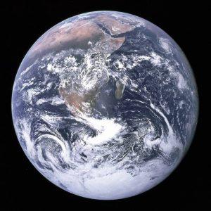 لماذا يكون لجميع الكواكب الشكل نفسه؟