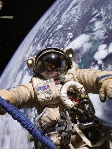 تعرف على رائد الفضاء المخضرم الذي سيشارك في أول إقلاع لمركبة ستارلاينر من بوينغ