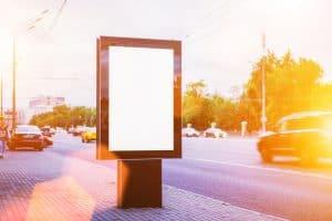 لوحات إعلانية في موسكو تعرض إعلانات موجهة بناء على السيارة التي تقودها