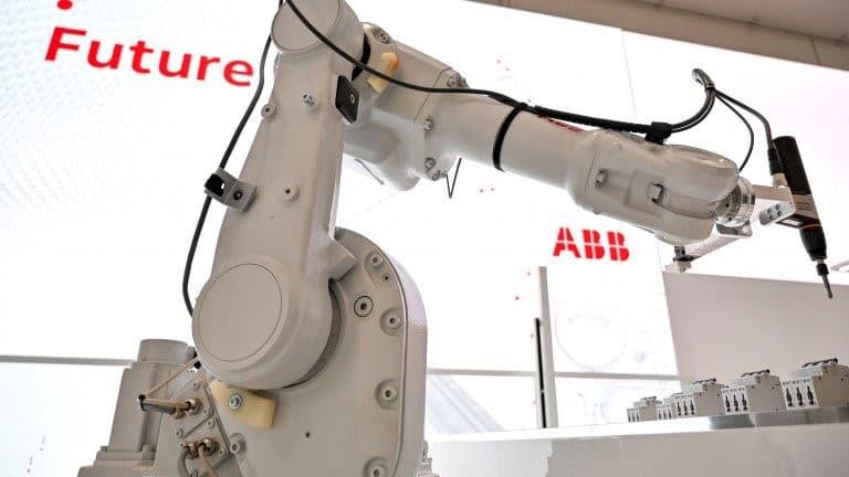 كبار الذكاء الاصطناعي يعلمون على بناء دماغ أفضل للروبوتات الصناعية