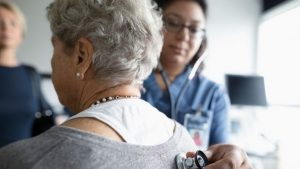 خوارزمية طبية متحيزة تمنح تفضيلاً لذوي البشرة الفاتحة في برامج الرعاية الصحية