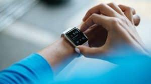 آبل تُصدر تطبيقاً لتتبّع دورات القلب وصحة السمع والدورة الشهرية