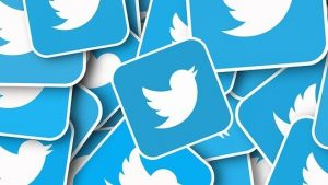 تويتر تحظر الإعلانات السياسية كلياً وتُعرِّض فيسبوك للمزيد من الانتقادات