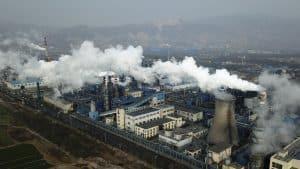 الانبعاثات يجب أن تُخفَّف إلى النصف حتى 2030 بعد أن تزايدت مرة أخرى في 2019