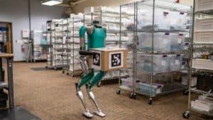 روبوت توصيل ثنائي الساقين يُعرض للبيع وشركة فورد أول الزبائن