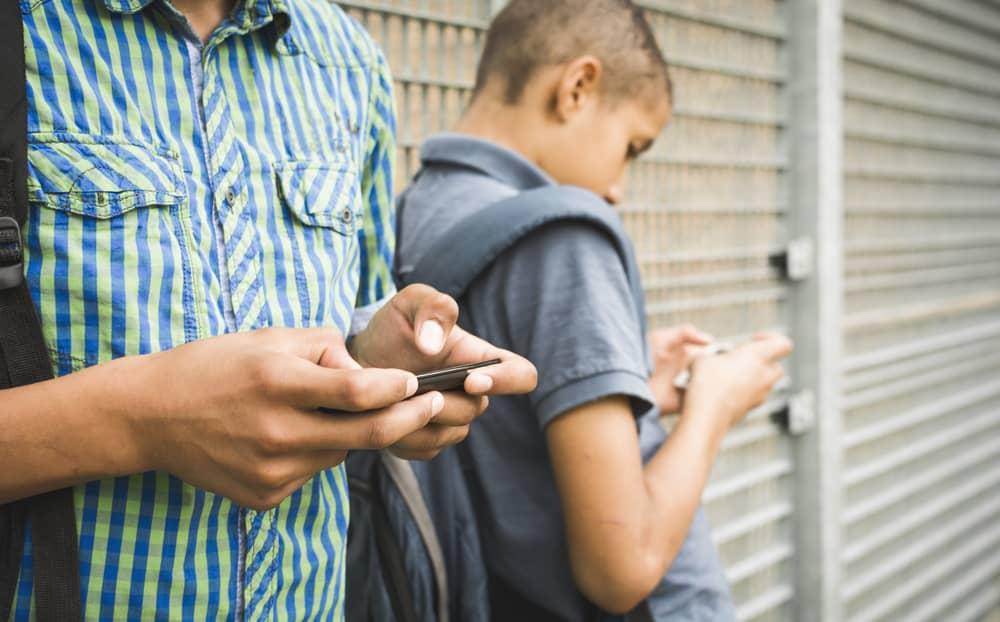 دراسات جديدة تستبعد كونَ الهواتف الذكية سبباً لاكتئاب الأطفال