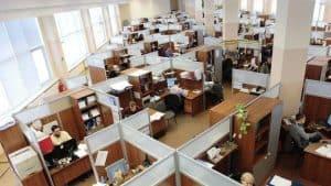 تقرير جديد: عاملو المكاتب سيتعرضون إلى أكبر تأثيرات الذكاء الاصطناعي