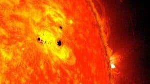 كيف يمكن للدورة الشمسية أن تشكل خطراً على التكنولوجيا الأرضية؟