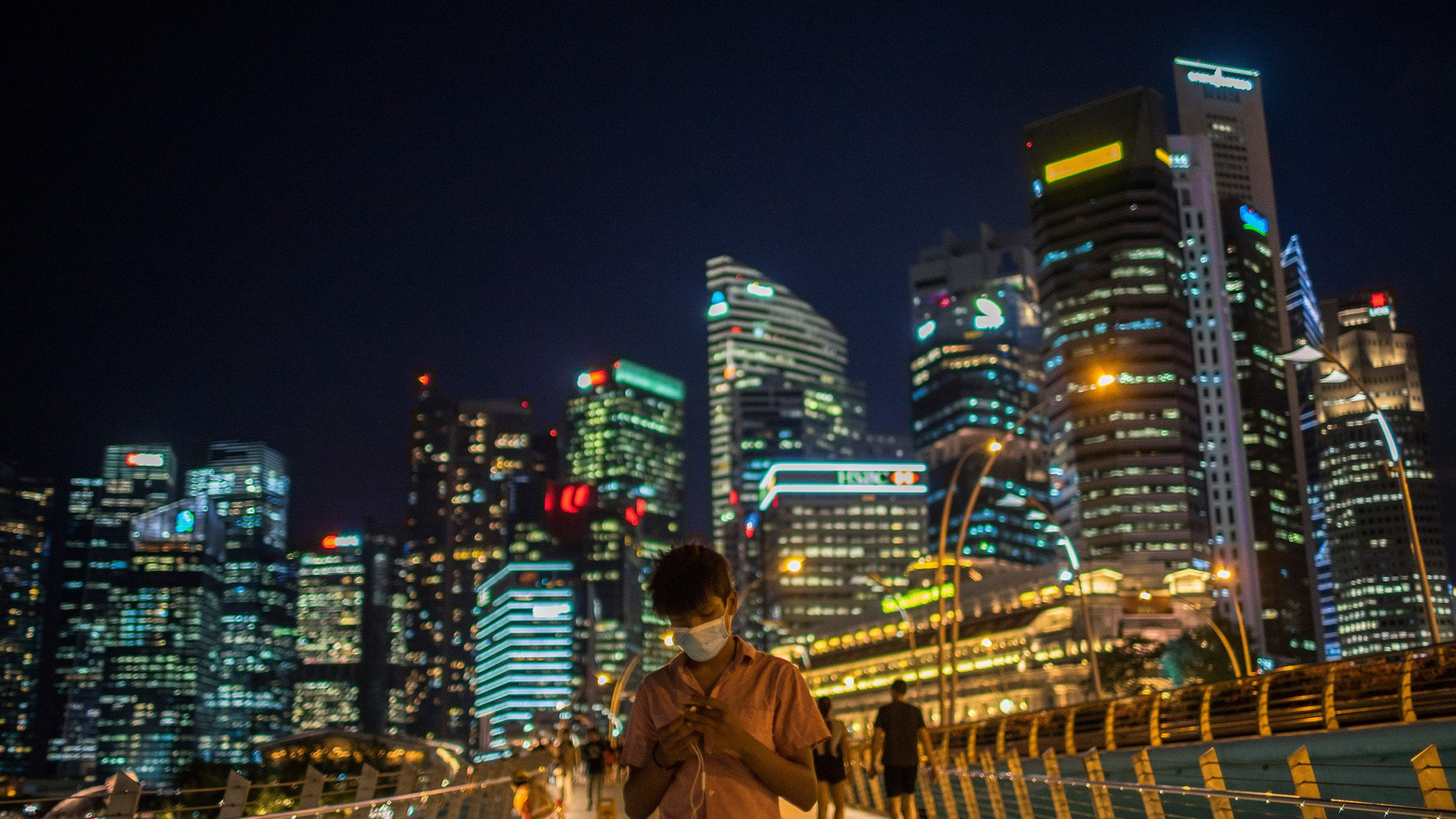 سنغافورة: نموذج رائد في التعامل مع فيروس كورونا وإدارة انتشاره