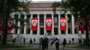 جامعة هارفارد وجامعة إم آي تي تطلبان من الطلاب عدم العودة من عطلة الربيع بسبب فيروس كورونا
