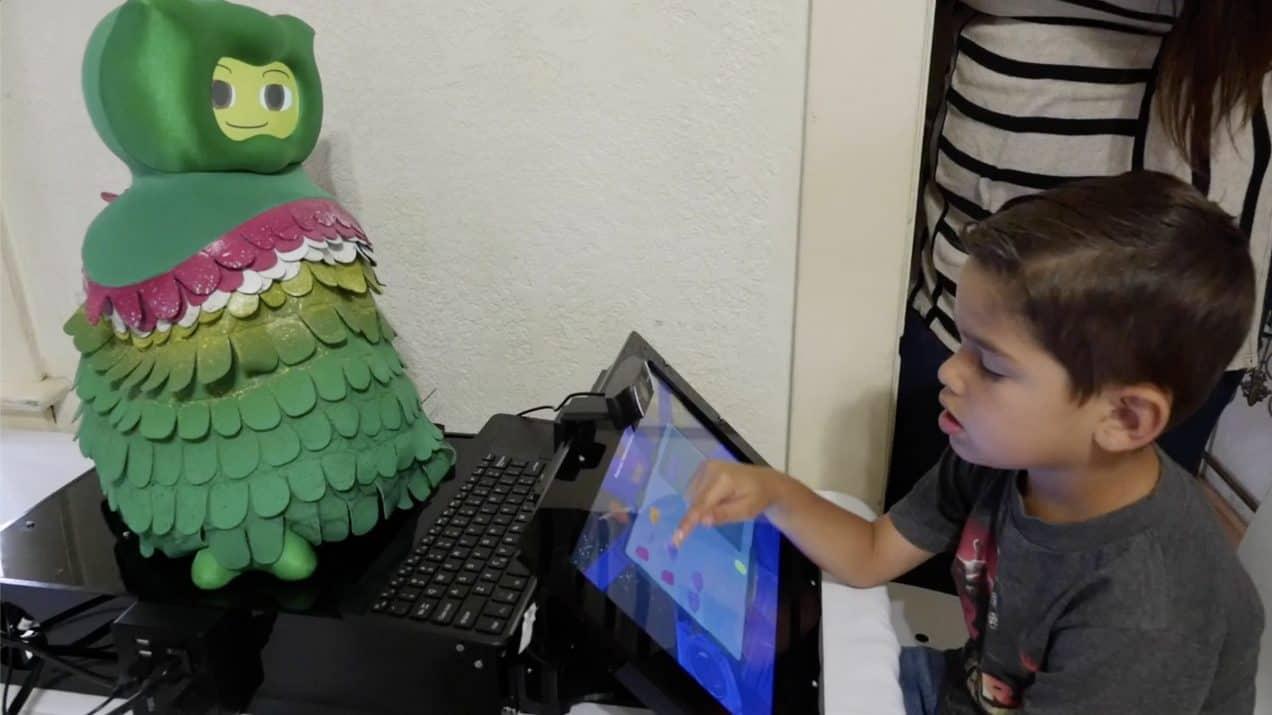 الروبوتات لتعليم الأطفال المصابين بالتوحد مهارات اجتماعية والمساعدة في نموهم