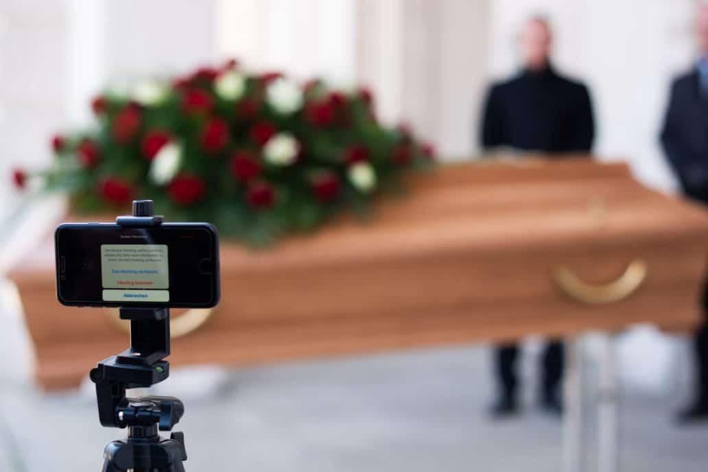 الابتعاد الاجتماعي يحصر الحداد على الموتى بالفضاء الافتراضي