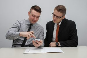 الفرق بين التوقيع الإلكتروني والرقمي، وكيف يمكن توقيع المستندات إلكترونياً؟