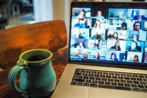 العمل عن بعد: كيف تسجل مكالمات الفيديو في زوم وسكايب وميت وتيمز وويبكس؟