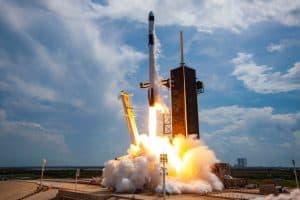 سبيس إكس أصبحت جاهزة لإرسال البشر إلى الفضاء، ولا تحتاج إلا إلى الزبائن