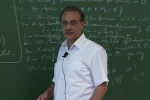 تعرّف على البروفيسور اللبناني علي شمس الدين وإسهاماته في كشف أسرار الكون