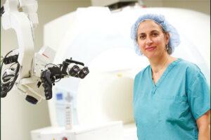 تعرّف على الدكتورة الأميركية اللبنانية فيفيان طبر وأعمالها الرائدة في مجال جراحة الأعصاب