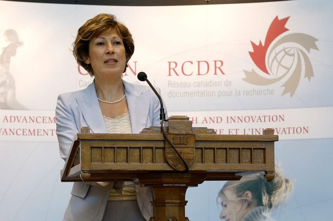 تعرف على الدكتورة اللبنانية الكندية منى نمر ومساهماتها البارزة في العلوم والطب والكيمياء