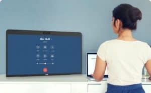 زوم تطلق شاشة لمسية بـ 599 دولاراً لتسهيل عقد الاجتماعات الافتراضية من المنزل