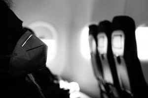 نصائح وإرشادات لسفر آمن أثناء تفشي كوفيد-19