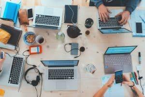 كيف ستعيد التكنولوجيا تشكيل مستقبل عالم العمل؟