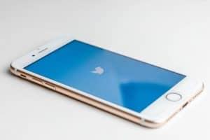تويتر تحظر تغريدات لحسابات موثّقة في أعقاب اختراق أمني ضخم