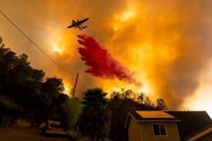 هل يساهم التغير المناخي في تأجيج الحرائق الهائلة في كاليفورنيا؟