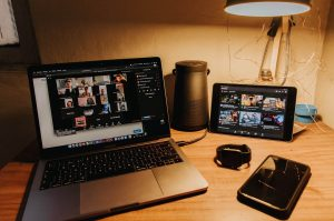 كيف تمكن زوم من الإطاحة بسكايب والتربع على عرش خدمات مكالمات الفيديو؟
