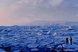 نقطة اللاعودة: ذوبان الأنهار الجليدية في جرينلاند يدق ناقوس الخطر من جديد