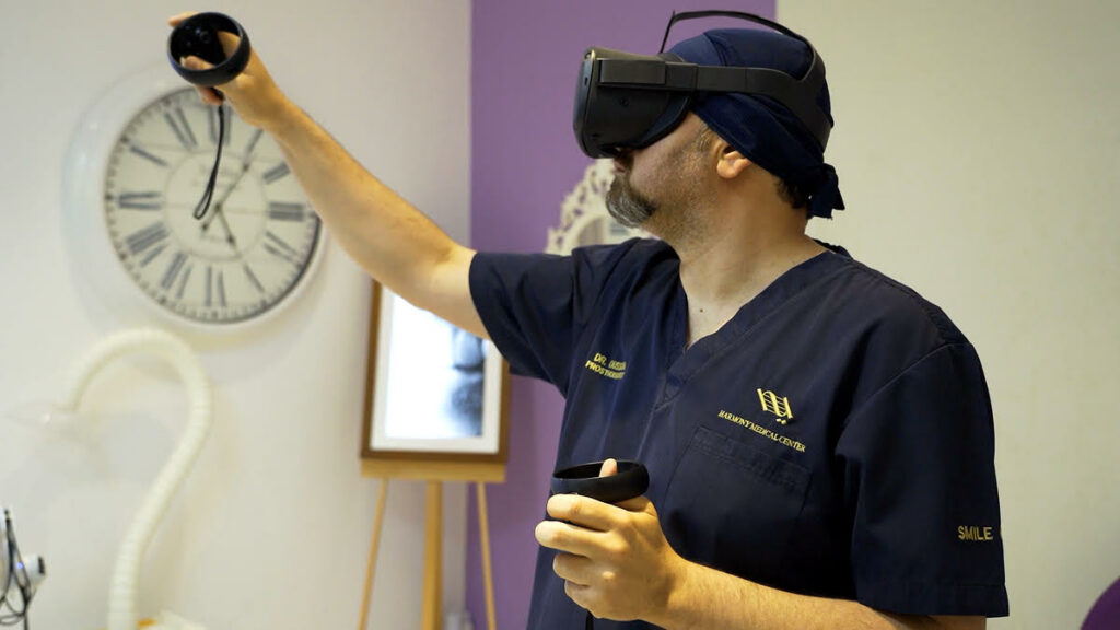 الدكتور أسامة علوي يسخِّر تكنولوجيا الواقع الافتراضي لتصميم الابتسامة الرقمي