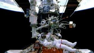 إلى متى سيبقى التلسكوب الفضائي هابل صامداً؟