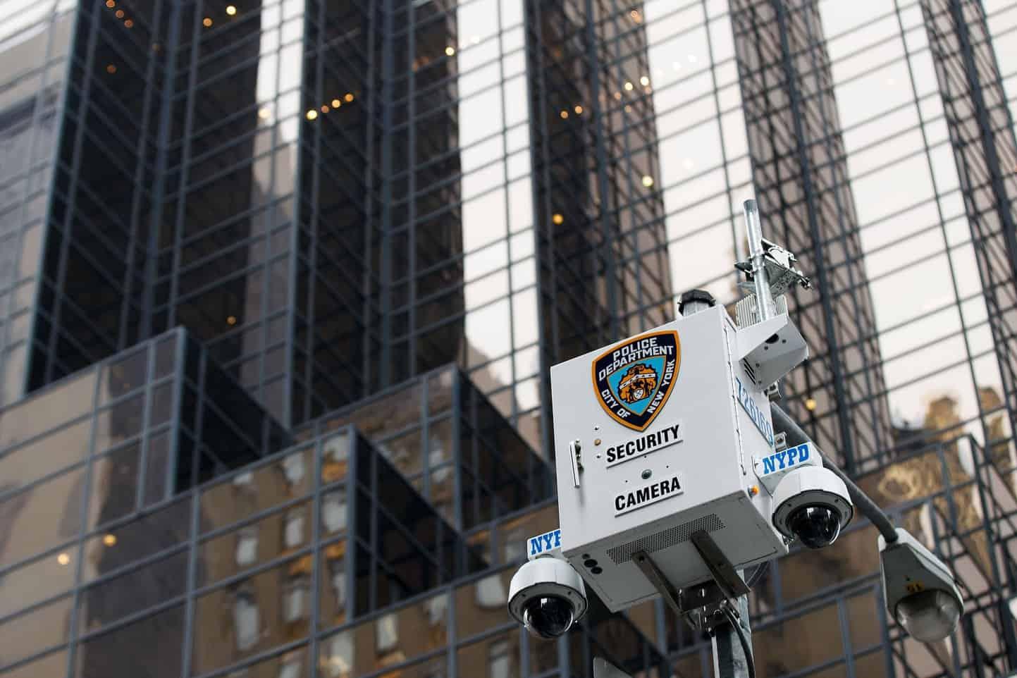 لماذا استخدمت شرطة نيويورك أداة مثيرة للجدل للتعرف على الوجوه؟