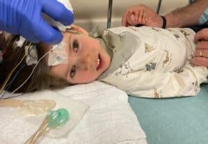 عائلة تجمع الملايين حتى يحصل طفلاها على علاج جيني تجريبي
