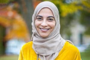 تعرّف على الدكتورة السعودية حياة سندي وإنجازاتها في دعم العلوم والابتكار