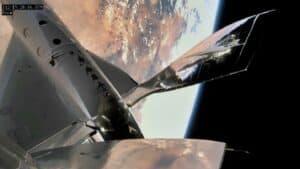سفينة سبيسشيب تو من فيرجن جالاكتيك تحلق نحو أطراف الفضاء
