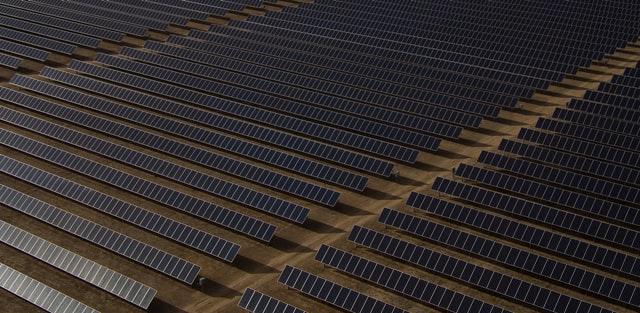 مساحات واسعة للطاقة الشمسية