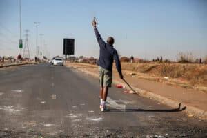 كيف يحافظ تطبيق زيللو على التواصل بين الناس أثناء الاضطرابات في جنوب أفريقيا؟