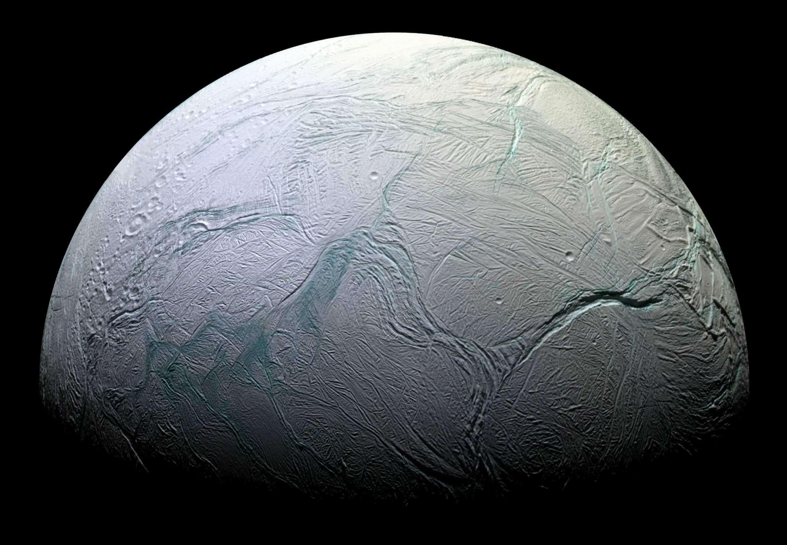 صورة القمر إنسيلادوس