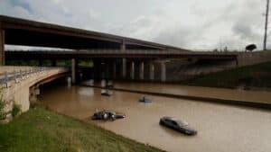 كيف تسعى المدن جاهدة لمنع الفيضانات؟