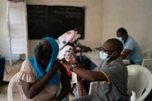 منظمة الصحة العالمية: أوقفوا الجرعات المعززة لصالح تطعيم المزيد من الناس