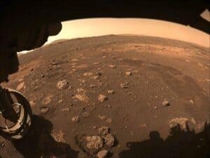عربة ناسا الجوالة بيرسيفيرانس تتمكن أخيراً من اغتراف قطعة من المريخ